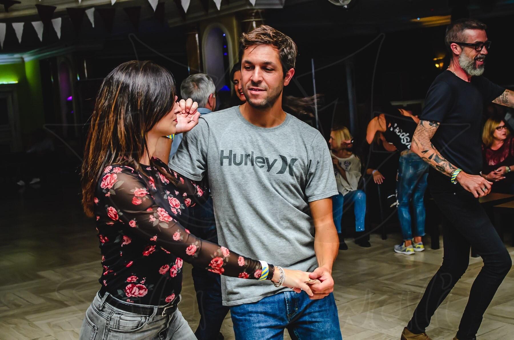 Borja Girón bailando salsa bachata